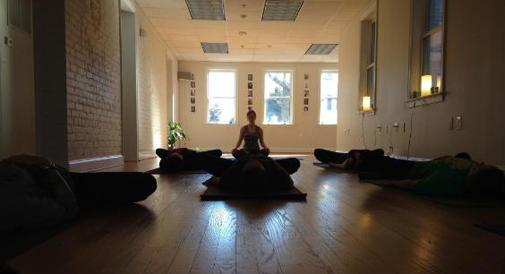 yogastudio gestalten 10 tipps f r die einrichtung. Black Bedroom Furniture Sets. Home Design Ideas
