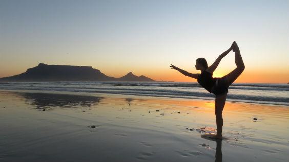 yoga strand frau sonne am 564