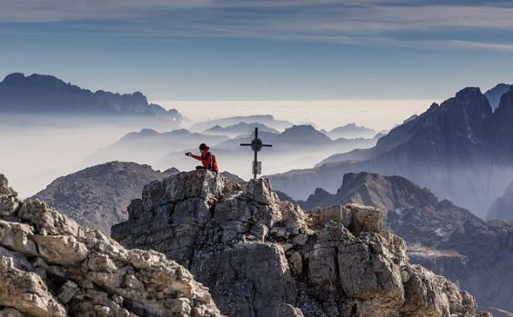 bergspitze wanderer kreuz x 564