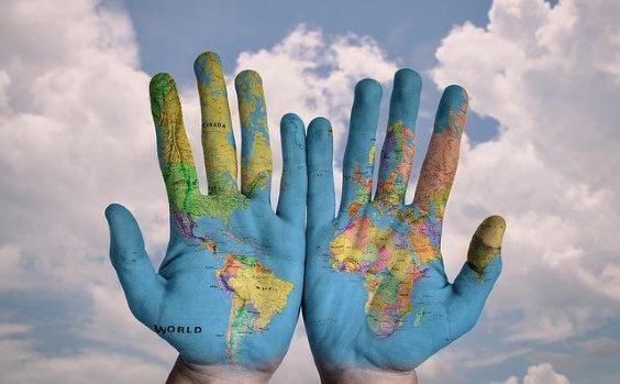 Hände Welt Wolken Karte