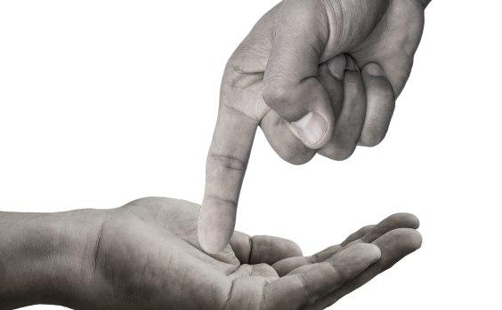 Finger u00fcber Handteller