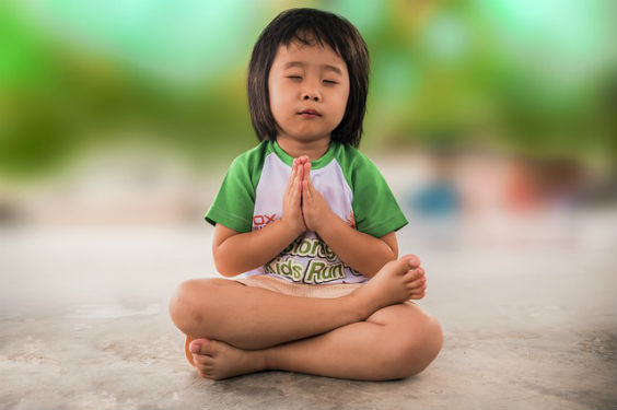 maedchen meditiert sd 564