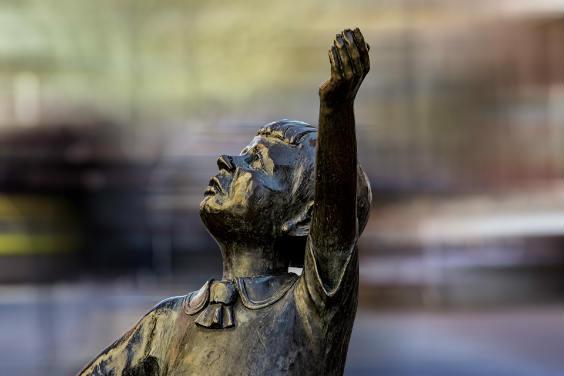 sehnsucht statue junge 564