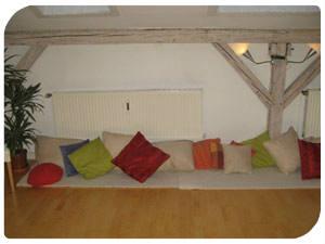 yogaraum einrichten. Black Bedroom Furniture Sets. Home Design Ideas